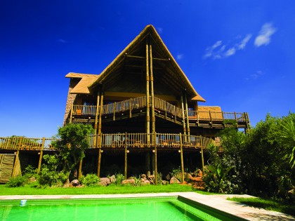Kololo Game Reserve Main Lodge and Pool (hi-res image)