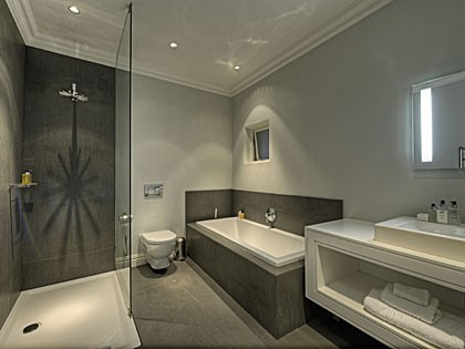 En-suite bathroom at The THREE (hi-res image)